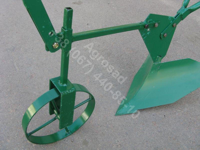 Окучник ручной с опорным колесом